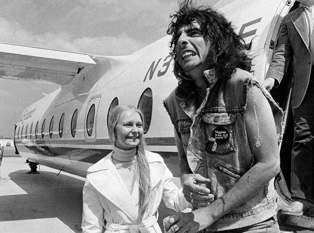 Rock Stars On Planes Alice Cooper