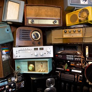 Some old radios, in a big pile