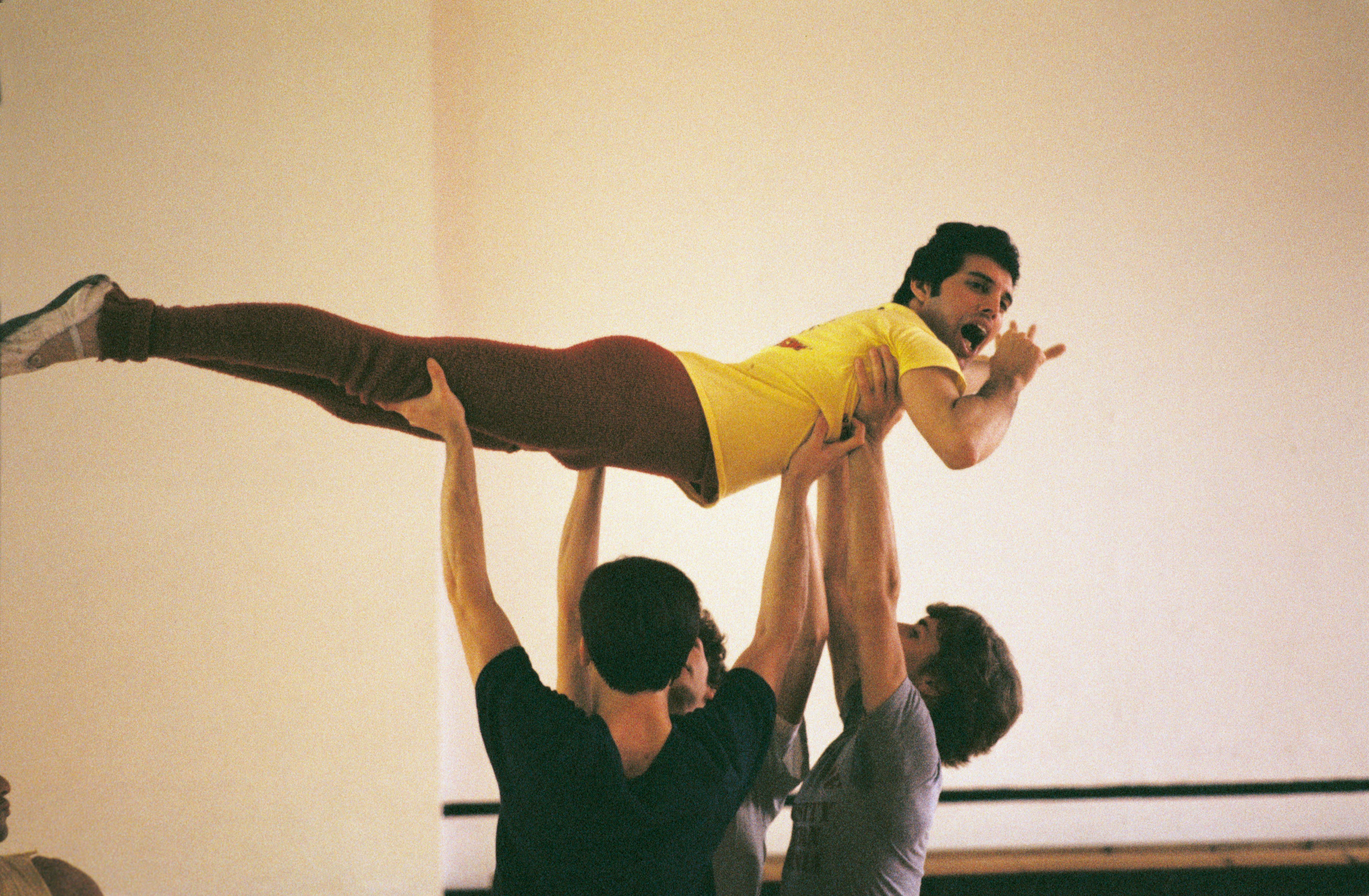 Freddie Mercury gets training from a ballet instru