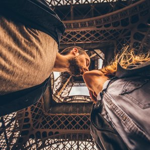 Stock Couple kissing under Eiffel Tower in Paris
