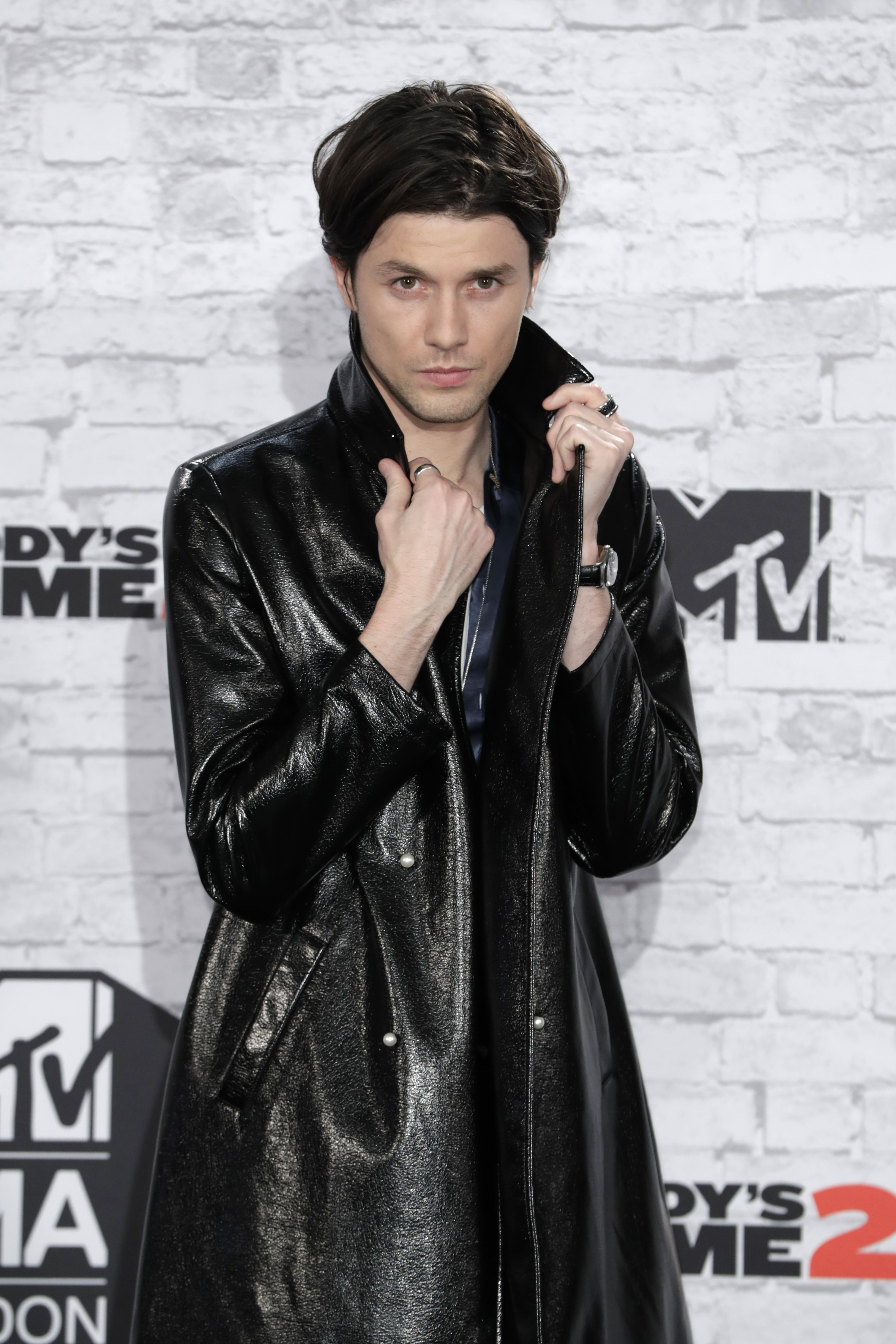 James Bay new haircut trench coat MTV EMAs